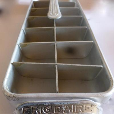 Ehemaliges Frigidaire-Glasur-Tablett von 1950