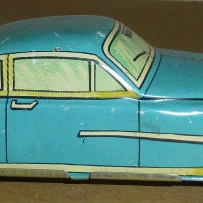 Ancien jouet tôle, emboutis 10,5 cm de long 1:43